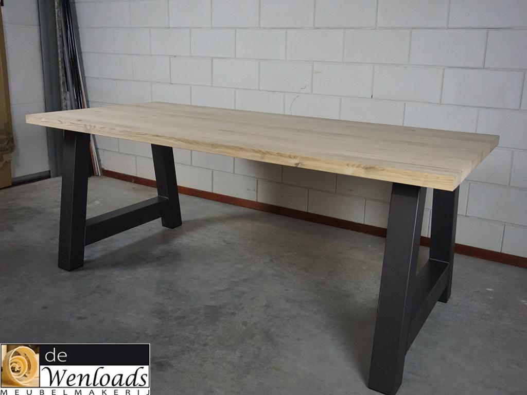 De wenloads massief eiken tafel metalen a frame onderstel